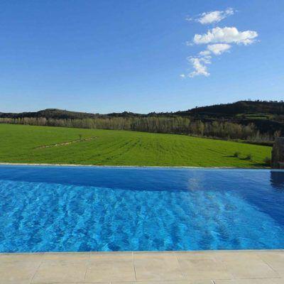 piscina privada vistas a la naturaleza en Casa Rural La Torra de Ribelles