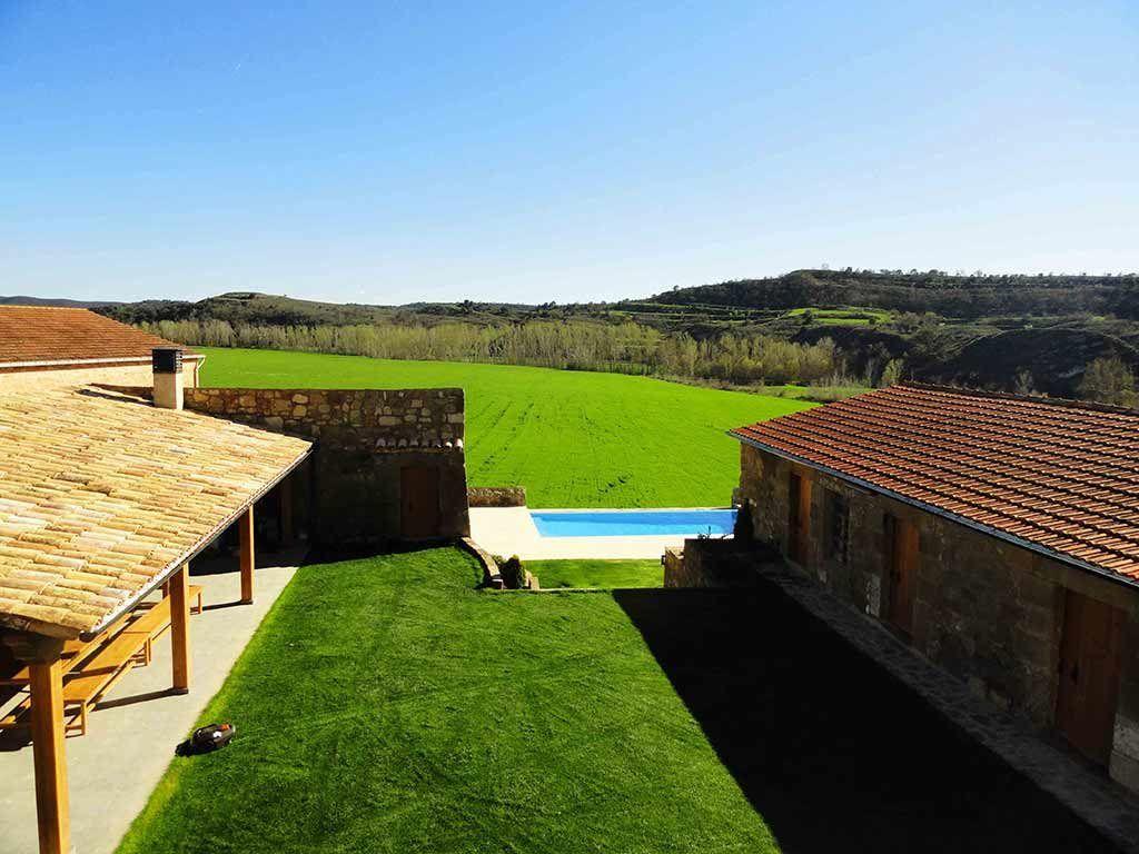 Vistas de nuestro Jardín Privado desde balcón en Casa Rural la Torra de Ribelles