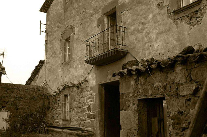 Fachada historica de Casa Rural la Torra de Ribelles antes de la reforma