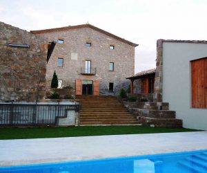Vista principal desde la piscina privada de Casa Rural la Torra de Ribelles